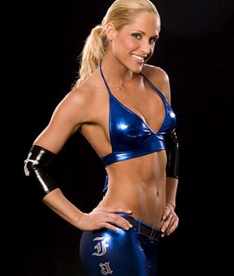 Jillian Hall; Wrestling-Karriere; Eine Klingel mit Jillian