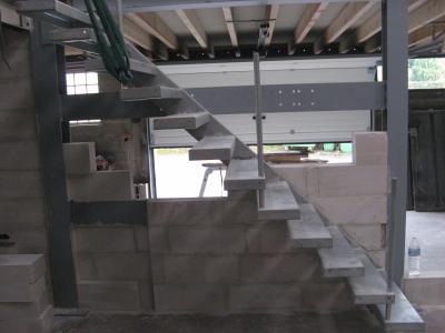 le mur derri re l 39 escalier l 39 atelier de tif 39 n et jp. Black Bedroom Furniture Sets. Home Design Ideas