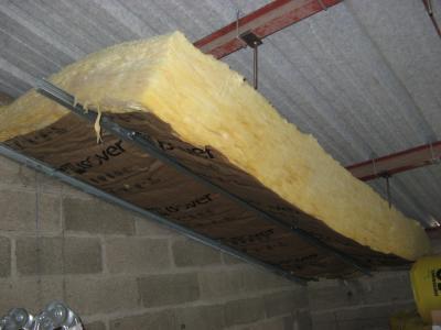 1er rouleau de laine de verre pos l 39 atelier de tif 39 n et jp - Pose fibre de verre au plafond ...