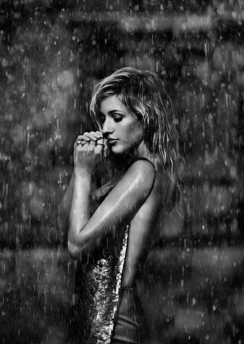 Certains sentent la pluie à l'avance : d'autres se contentent d'être mouillés.  _Henry Miller