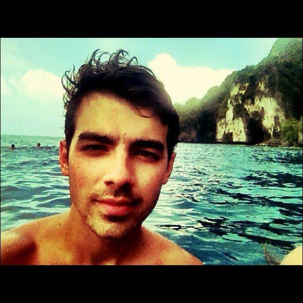 .  Pour le plaisir des yeux, voici les photos que Joe a post� hier sur Instagram depuis la Thailande. .