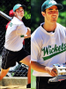 . 31/05/12 : Kevin & Nick jouent au softball � Central Park lors de la Broadway Show League.   .