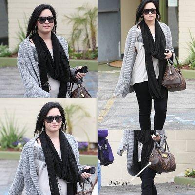 6 Avril 2011: Demi Lovato se rendant à 'Studio City' en Californie