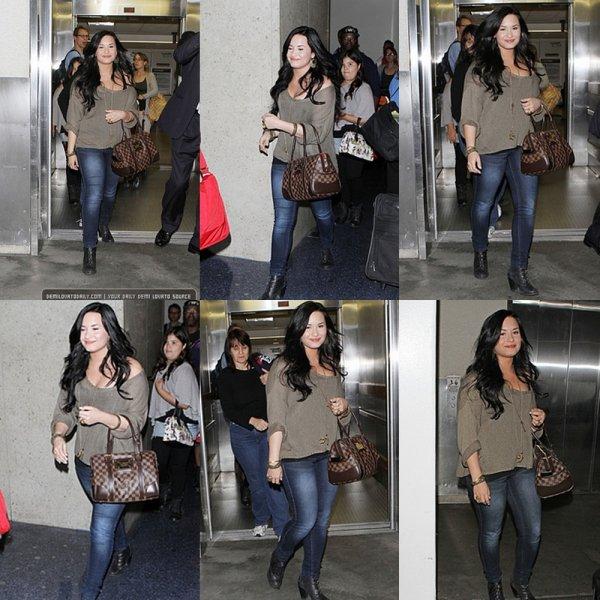 Demi L. quitte Sonny With A Chance + Photos de Demi arrivant à l'aéroport LAX