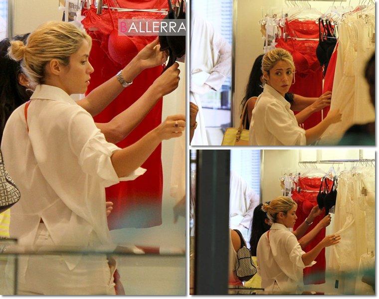 Shakira qui fait du shopping � Miami le 23 juillet 2012