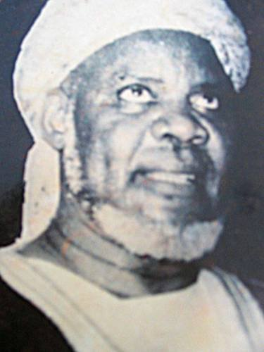 Baye Niass (Niassène Taiba, 1900 - London, 1975), whose real name is Sheikh Ibrahim Nias and a religious brotherhood of Tijanis. He is the son of religious ... - 2966669111_1_5_dAXhumPV