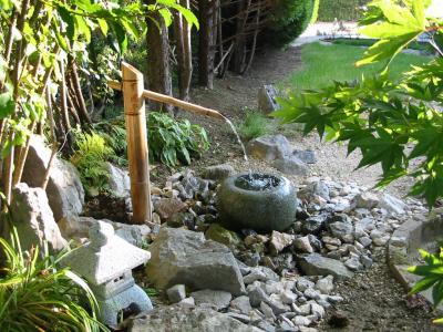 Fontaine tsukubai jardin japonais for Accessoire jardin japonais