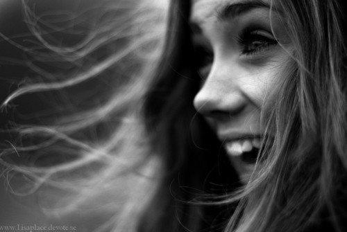 J'ai des bonheurs simples, cela ne fait pas de moi quelqu'un  de simple mais surtout quelqu'un d'heureux.