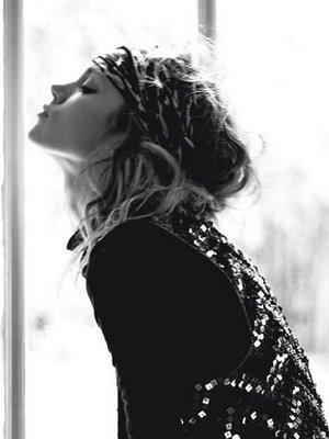 Au mélancolique je n'ai qu'une chose à dire : « Regarde au loin. » Presque toujours le mélancolique est un homme qui lit trop. L'½il humain n'est point fait pour cette distance ; c'est aux grands espaces qu'il se repose. Quand vous regardez les étoiles ou l'horizon de la mer, votre ½il est tout à fait détendu ; si l'½il est détendu, la tête est libre, la marche est plus assurée ; tout se détend et s'assouplit jusqu'aux viscères. Mais n'essaie point de t'assouplir par volonté ; ta volonté en toi, appliquée en toi, tire tout de travers et finira par t'étrangler ; ne pense pas à toi ; regarde au loin.