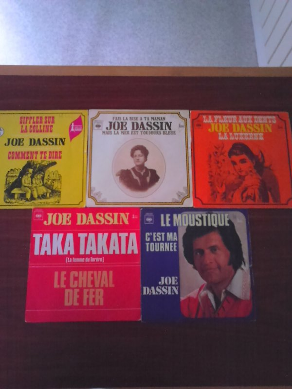 Joe Dassin Mes 45 tours trouver � Emause