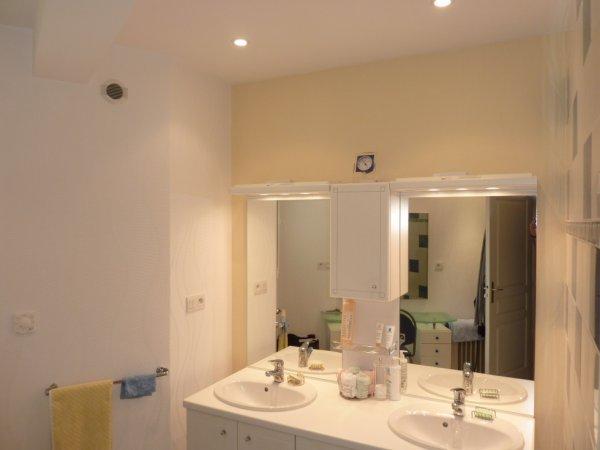 Salle de bain apres les travaux thierry robert peinture trp for Travaux salle de bain