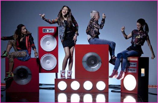 Bella Thorne et Zendaya Coleman « Contagious Love » clip Photos