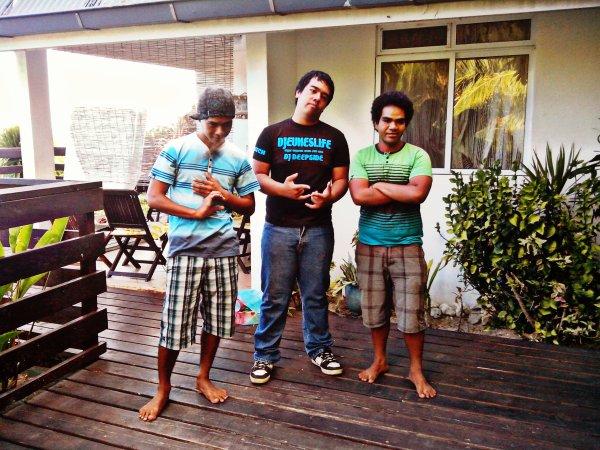 Locos S�steM / DJ Deepside Ft Deep JR - Mooz on faya 2k14 (2014)