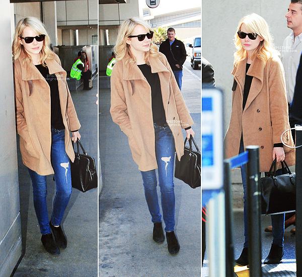 13/03/2013 : Emma  toute souriante a été photographiée allant au tournage de The Amazing Spiderman 2 à NY