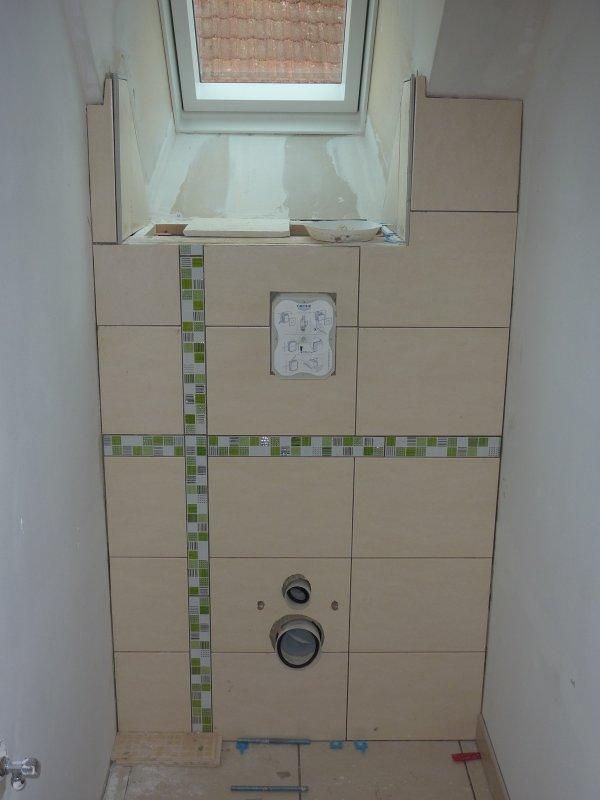 Carrelage wc haut plus pose de la douche et peinture for Peinture resine carrelage douche