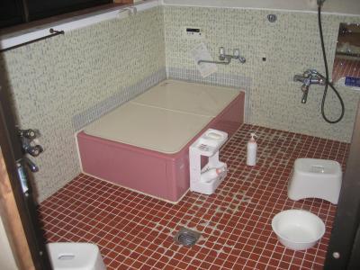 Une salle de bain japonaise lescouzjapon for Salle bain japonaise