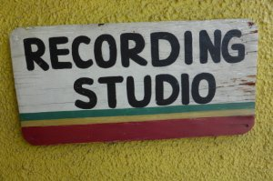 "Merci Guillaume pour ce lien in�dit ""Tuff Gong (demo)with Bernard Lavilliers"""