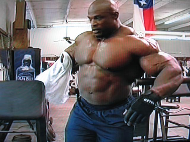 Pourquoi Ronnie est il le plus grand, un dieu vivant du Bodybuilding ???? 02