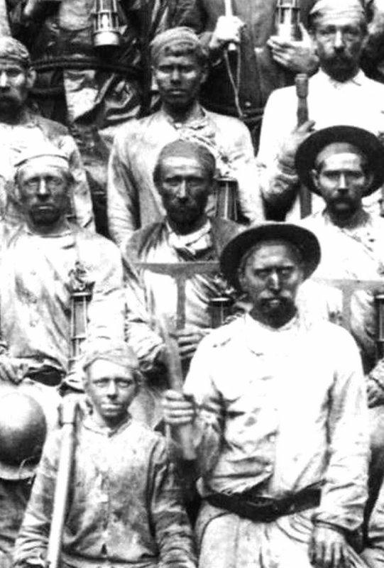 La rivelaine, outil du mineur h�veur vers 1900.