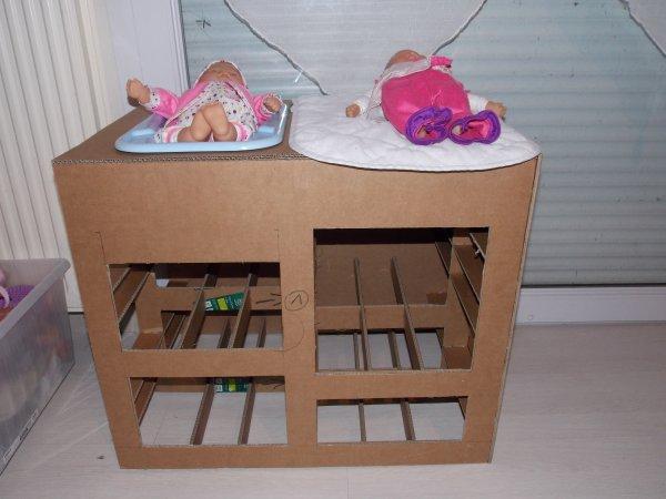 Table langer en carton en cours blog de afrikcreation - Comment fabriquer une table a langer ...