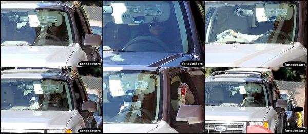16/01/2013 : Selena a était aperçu en train de commander a manger au drive d'un McDonald's à Los Angeles.