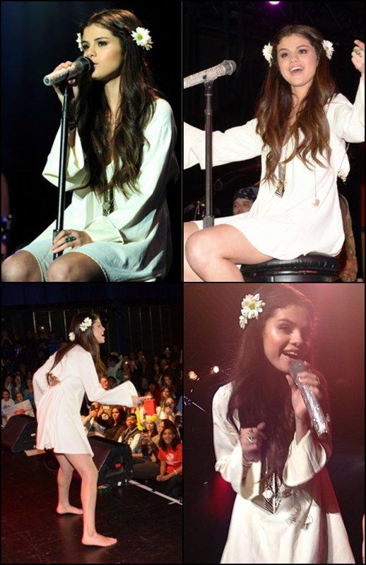 19/01/2013 : Selena prenant des photos avec ses fans au Meet&Greet du concert caritatif au profit de l'UNICEF à New York.