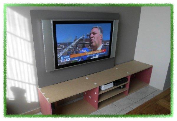 meuble tv fait maison ronny et vero. Black Bedroom Furniture Sets. Home Design Ideas