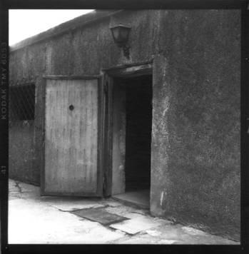 Entr e d 39 une chambres a gaz d 39 auschwitz les camps de la mort for Auschwitz chambre a gaz