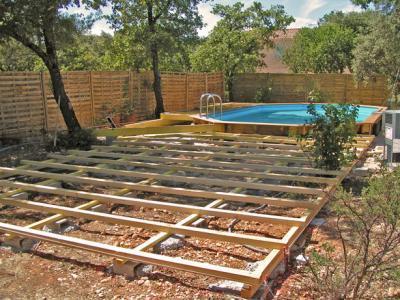 La terrasse suite construction d 39 une piscine bois for Enterre une piscine en bois
