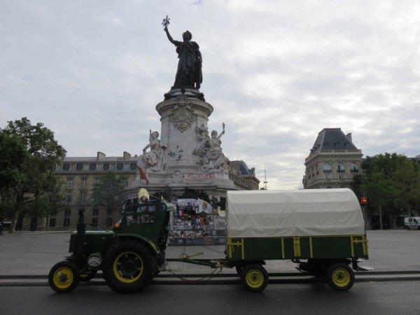 31 juillet 2016, le Soci�t� Fran�aise 302 de Jean-Yves Brochard entre dans Paris.