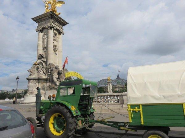 Le Soci�t� Fran�aise Vierzon sur la Place de la Concorde