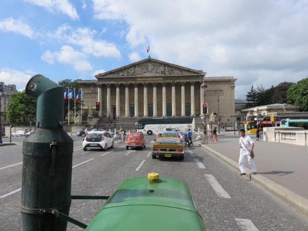 31 juillet 2016, le tracteur Soci�t� Fran�aise � boule chaude de 1953 est dans Paris