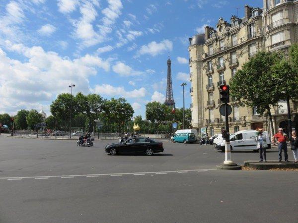 Un tracteur dans la circulation parisienne, un peu stressant :)