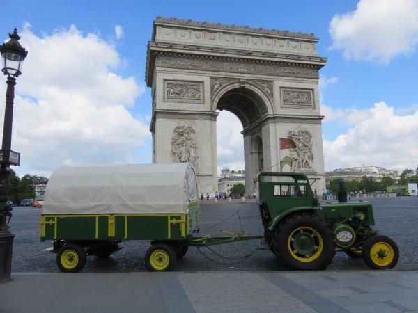 Un tracteur dans le coeur de Paris