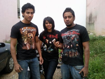 HeArTs oF BlacK MeTaLs...\m/....I Love mY FrieNds...\m/  DaRk kiSseS...\m/..