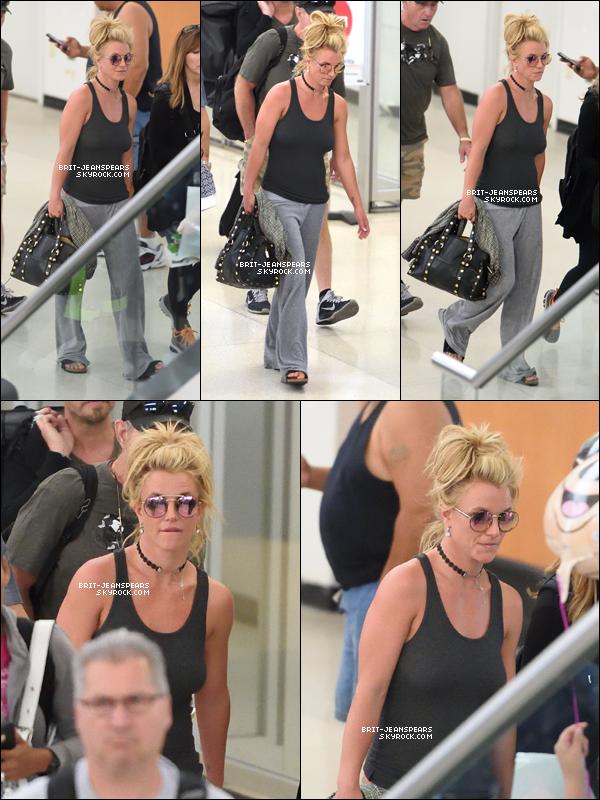 ". Britney a �t� aper�ue � l'a�roport ""Newark"" dans le New Jersey, le 25 ao�t. ."