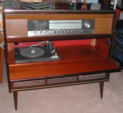 Meuble A Musique Grundig Table De Lit A Roulettes