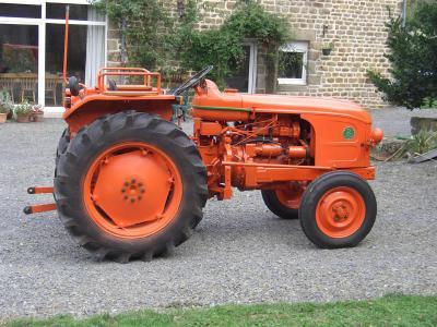 Le tracteur d'enfance de mon père,un Renault D22. - sèb passionner de tracteur ancien