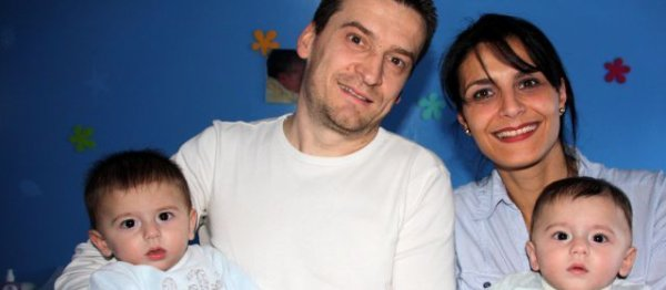 Un couple accus� � tort de maltraitance......Jean-Marie et Sabrina Ibanez se sont vu retirer leurs jumeaux pendant trois mois, avant que la justice reconnaisse finalement son erreur.