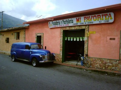 PANADERIA Y PASTELERIA MI FAVORITA (VENDEMOS CALIDAD, NO CANTIDAD)  MI FAVORITA la creadora del autentico Pan Tovareño VENTA DE BISCOCHOS - ACEMAS Y GRANGERIA EN GENERAL . RIF. V-02283576-5 PERMISO SANITARIO - 15410.14.03.62 CALLE 5 No. 6-25 TELF: (0275) 8732189 EL COROZO TOVAR EDO MÉRIDA VENEZUELA BIENVENIDOS.