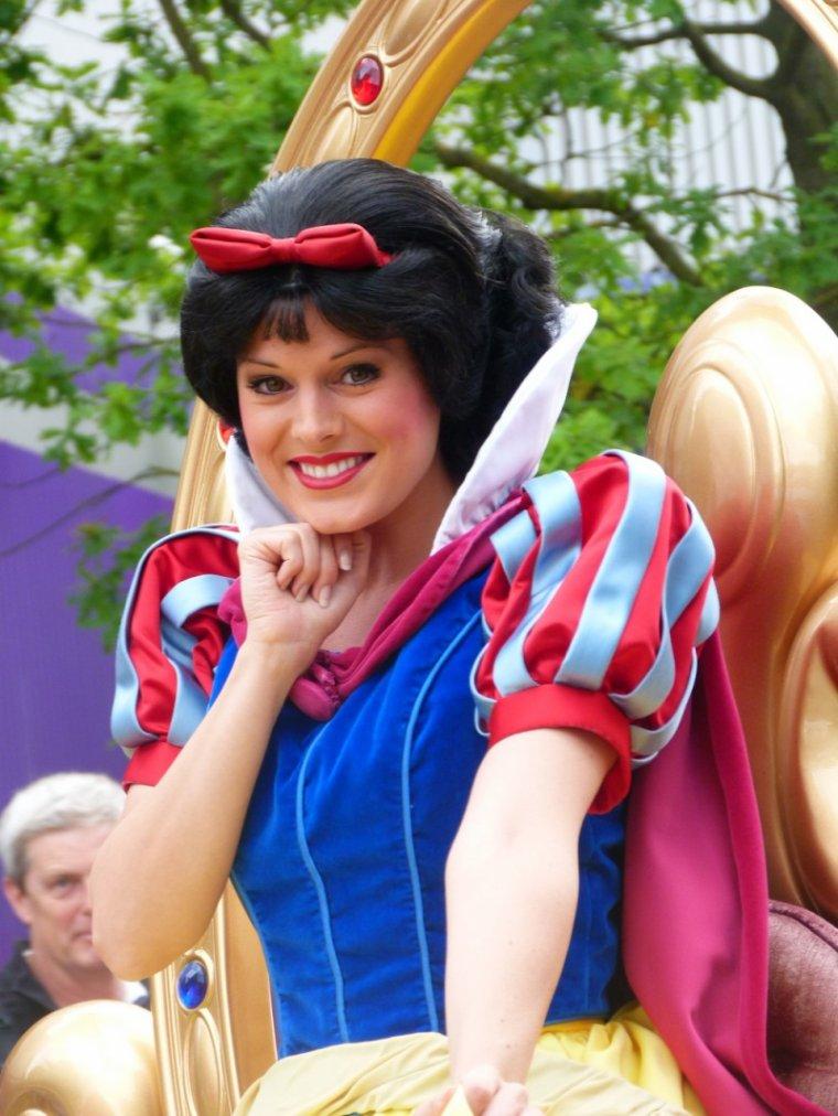 Les princesses disneyland paris 1 2 blog once upon a - La princesse blanche neige ...
