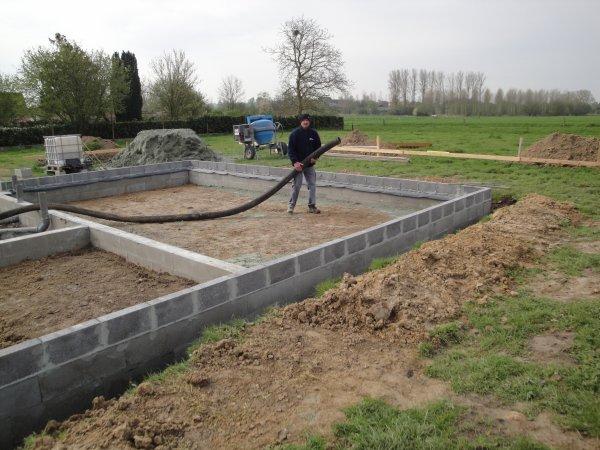 Coulage des blocs de fondation isolation en billes d 39 argex feraillage e - Isolation dalle sur terre plein rt 2012 ...