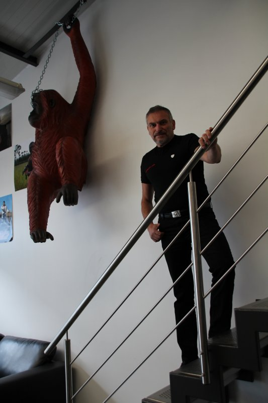 Dans l'intimité du bureau de notre ami Serge Mauro bodyguard (protection rapprochée)