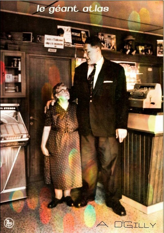 Qui se souvient ? Le Géant Atlas dans son Café de Bonsecours ensuite sur la route de Gerpinnes vers Morialmé.