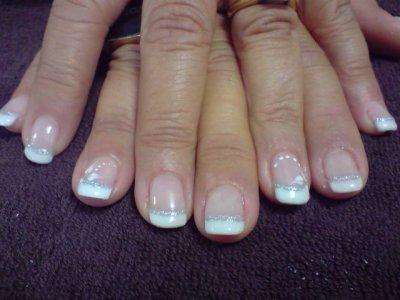 french manucure sur faux ongles capsules motifs au pinceau blog de paradise of nails. Black Bedroom Furniture Sets. Home Design Ideas