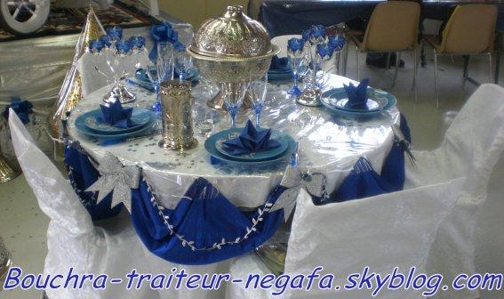 Table bleu et argent bouchra traiiteur et negafa - Deco table noel bleu argent ...