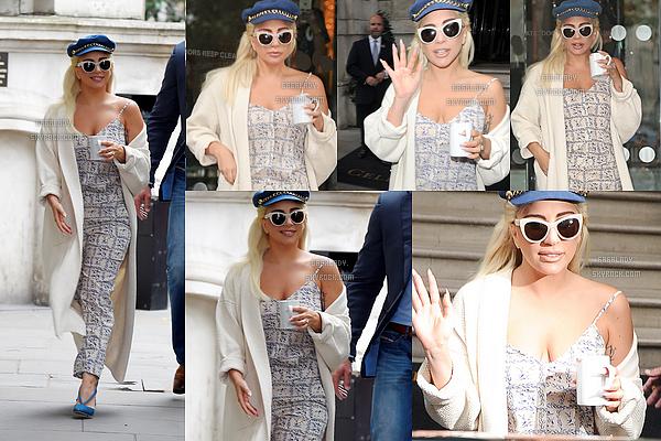 08.06.2015 - Stefani Germanotta sortant de son h�tel � Londres. J'adore clairement cette tenue!  + Lady Gaga et Tonny Bennett ont rencontr� le prince Harry apr�s leur concert qui �tait pour r�colt� des fonds pour les enfants.