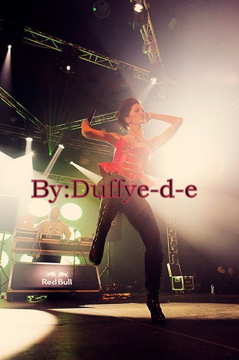 Dafina Zeqiri ( Foto nga koncerti i Busta Rhymes ne Prishtine ( Kosove ) )