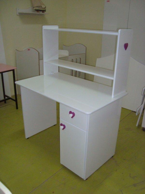 bureau enfant avec niche le monde de la miniature