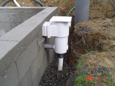 Raccordement skimmers piscine beton for Local technique piscine surface de plancher